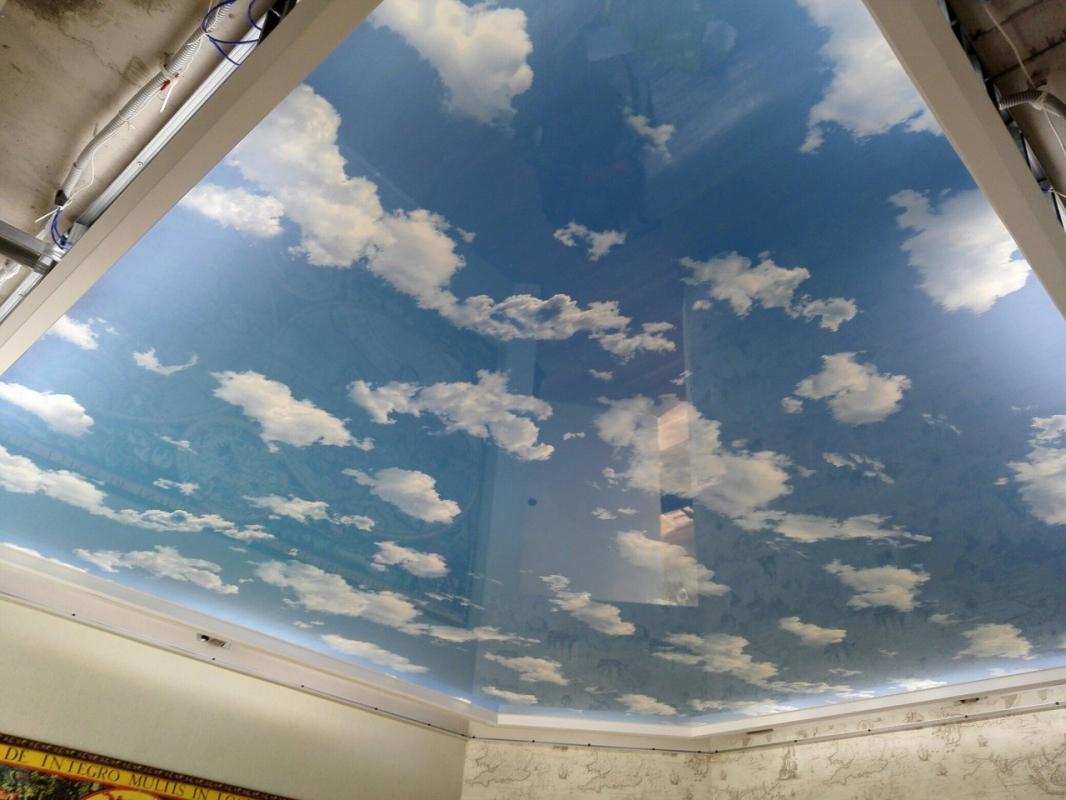 корни натяжные потолки на кухне с облаками фото часто его подают